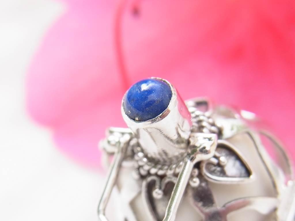 青色の天然石のラピスラズリ