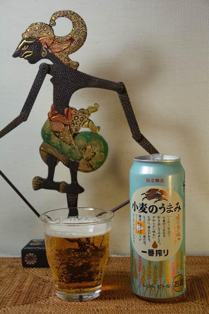インドネシアの影絵ワヤンの雰囲気を味わいながらのビール