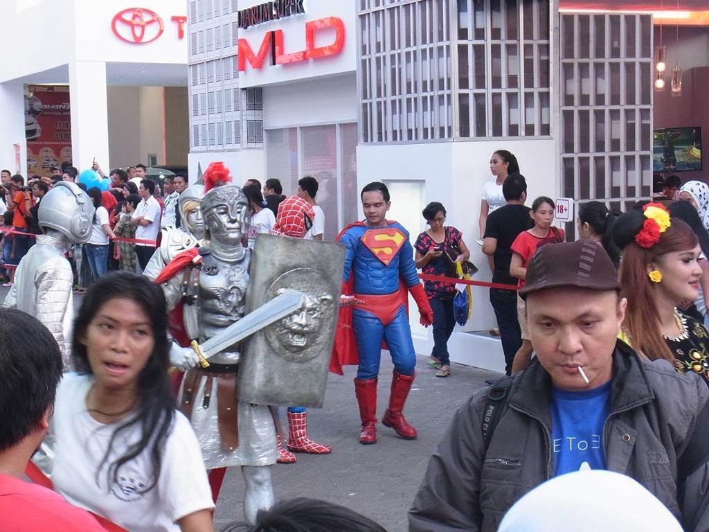 ブタウィ(Betawi)にスーパーマンがいました。