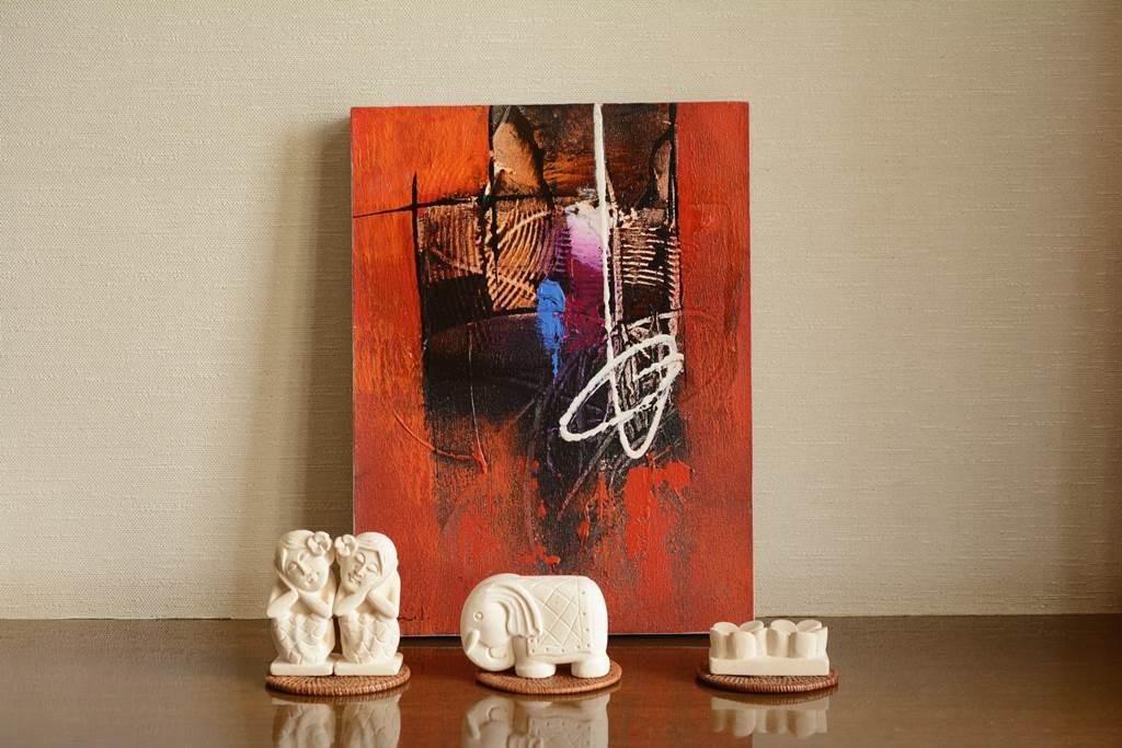 玄関を素敵にする、バリ絵画とパラスストーン