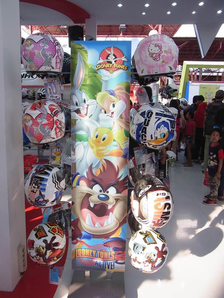 インドネシアのキャラクターヘルメット