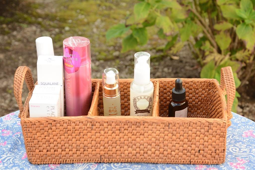 たっぷり収納できる、天然素材の化粧品ボックス