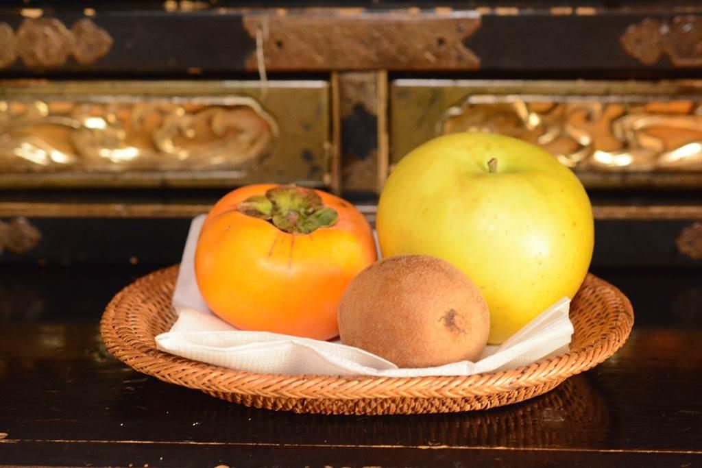 仏壇に果物を祭る時のトレー
