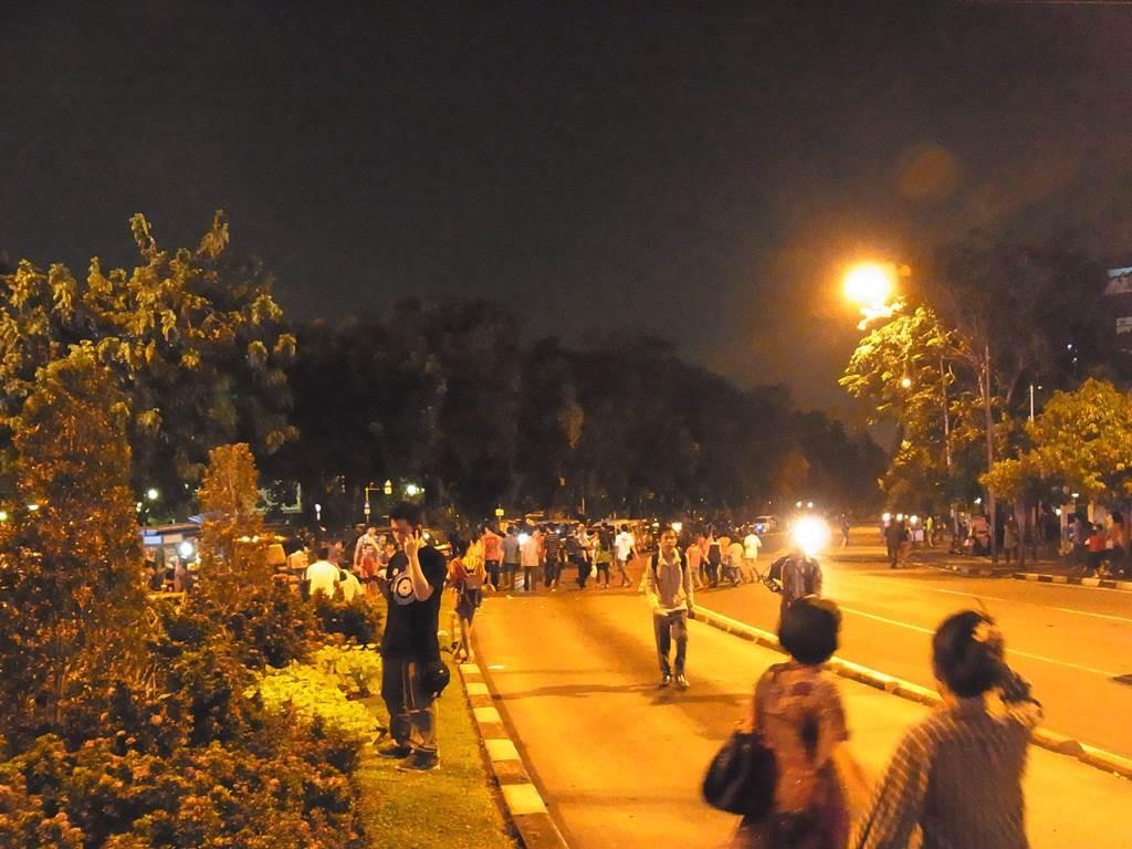 夜のジャカルタの歩行者天国をジャランジャラン