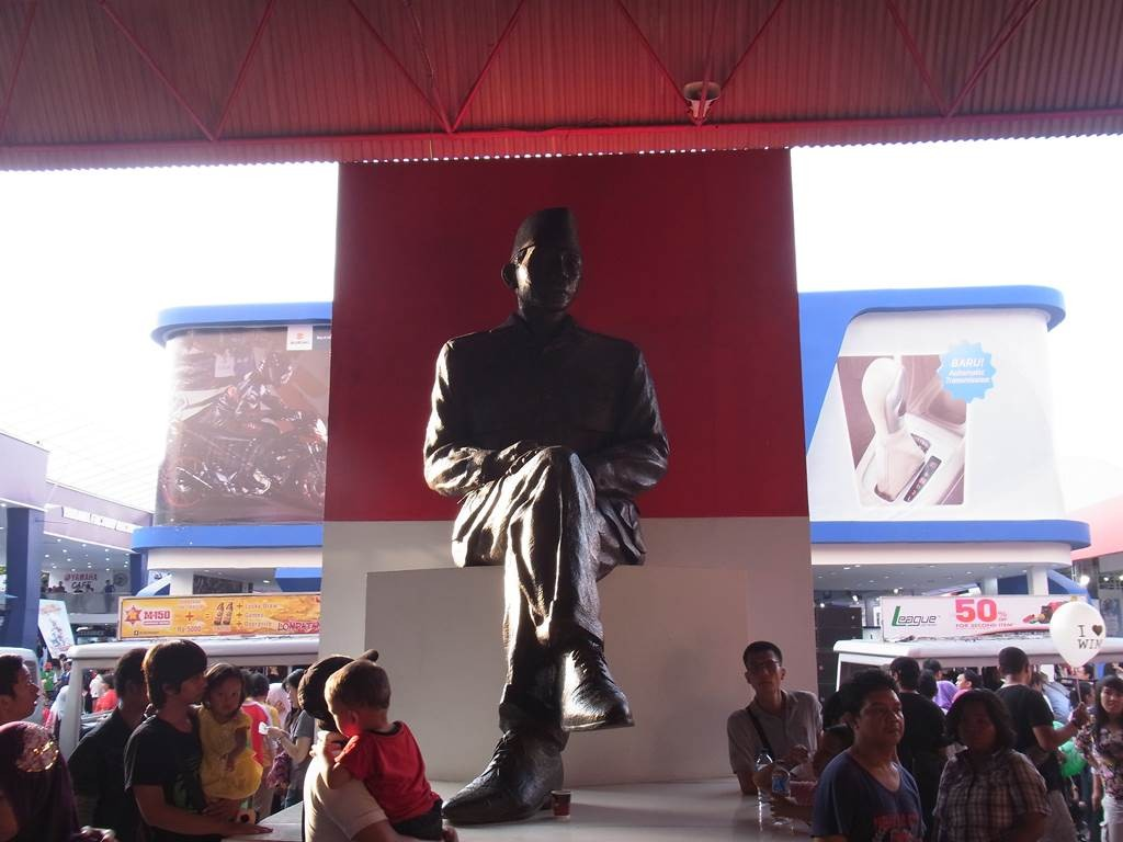 インドネシアの大統領の銅像