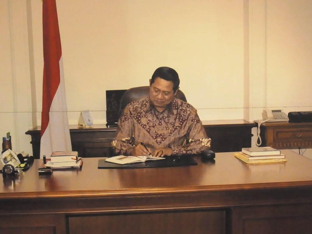 SBY の仕事の様子