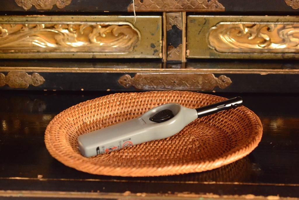 仏壇でよく使うライターのトレー