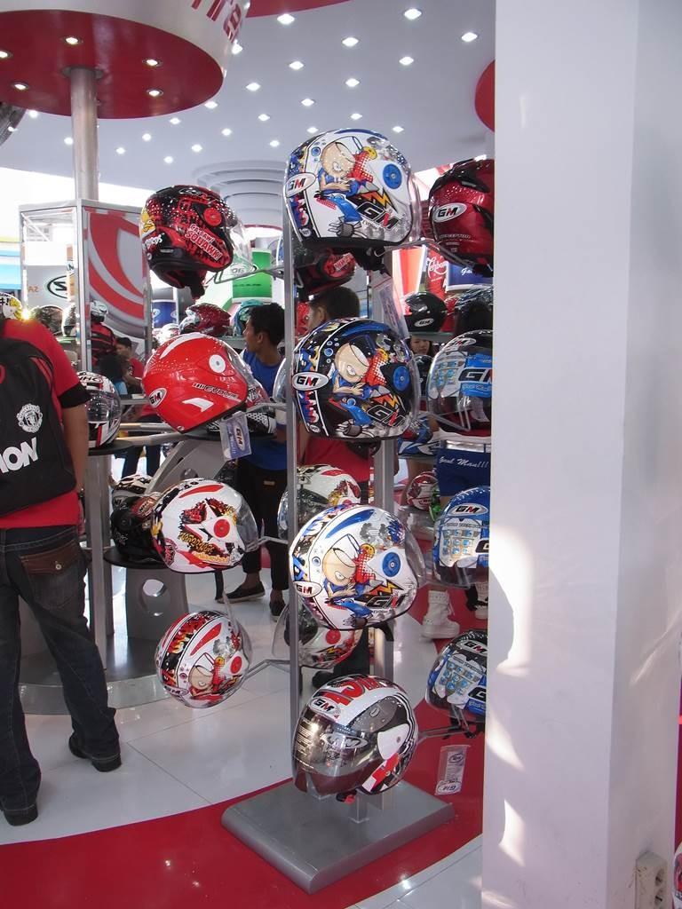 インドネシアのバイクのヘルメット