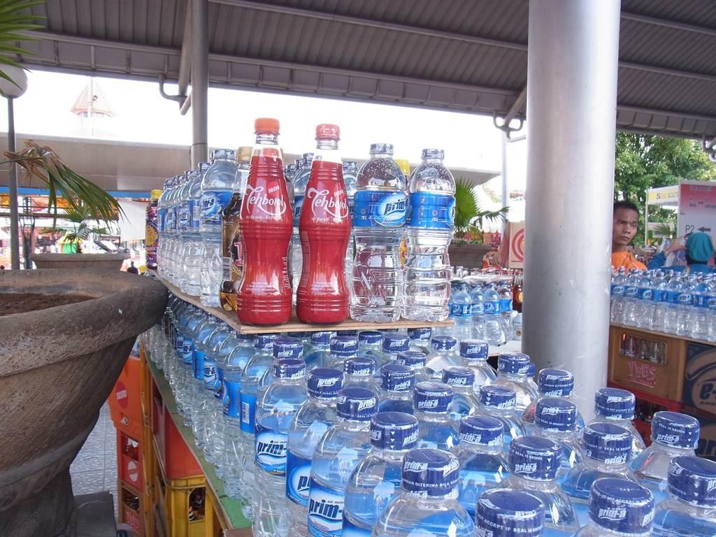 ジャカルタフェスティバルでの水売り場
