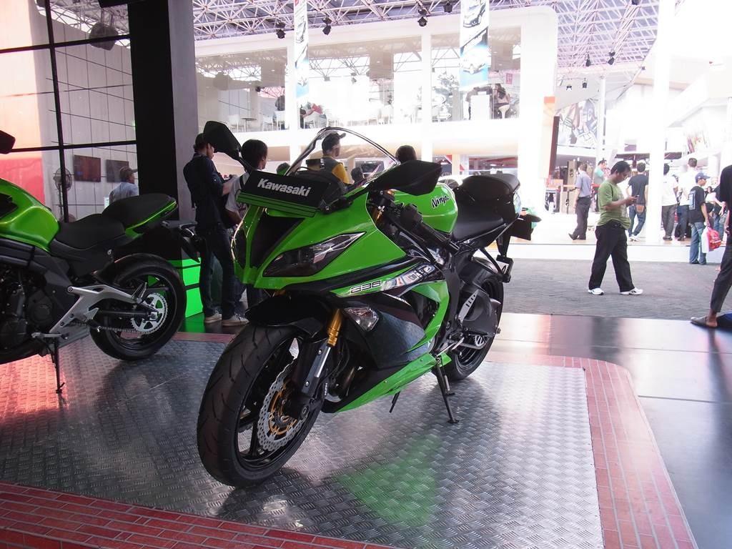 川崎ninja カッコ良いバイクです