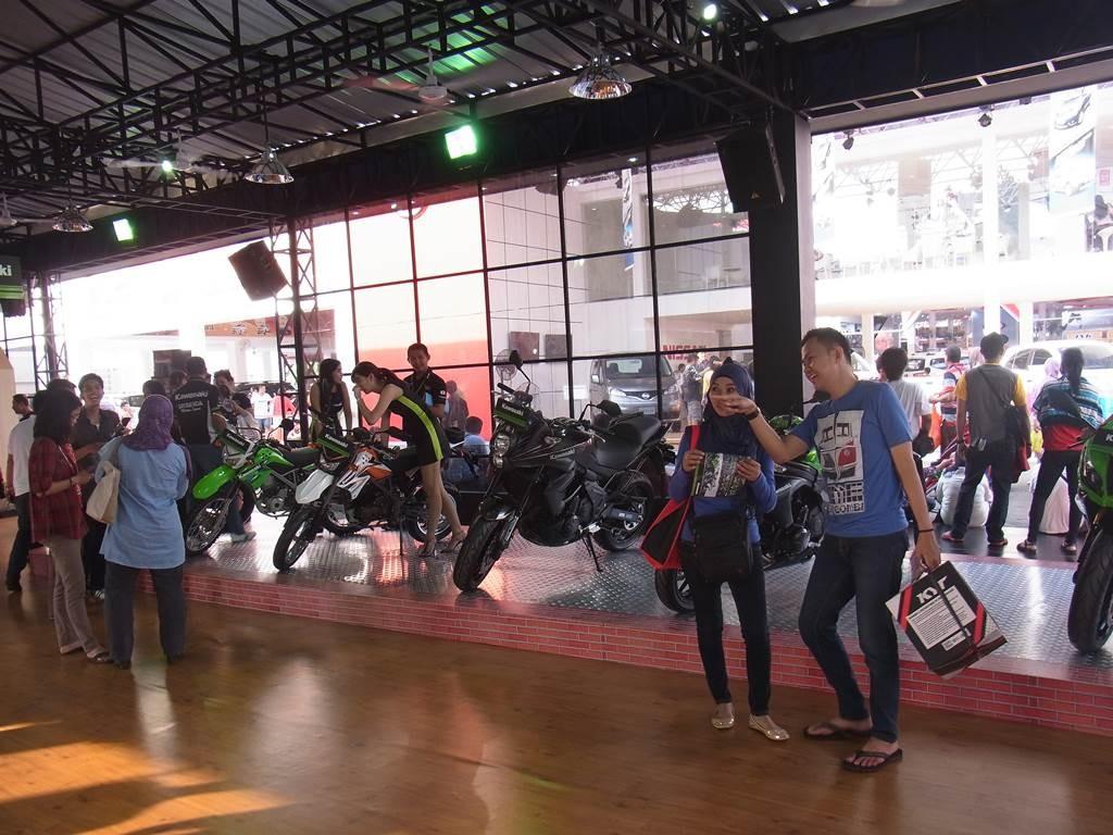 インドネシアの川崎バイクのブースの様子