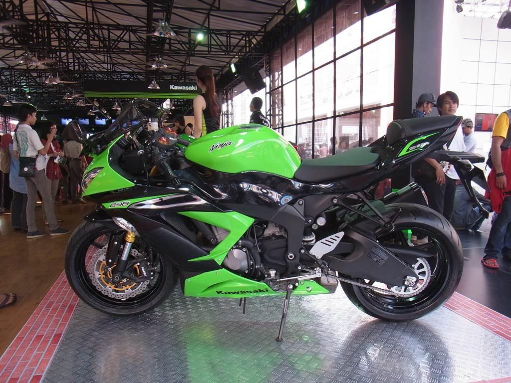 kawasaki ninja の展示バイク