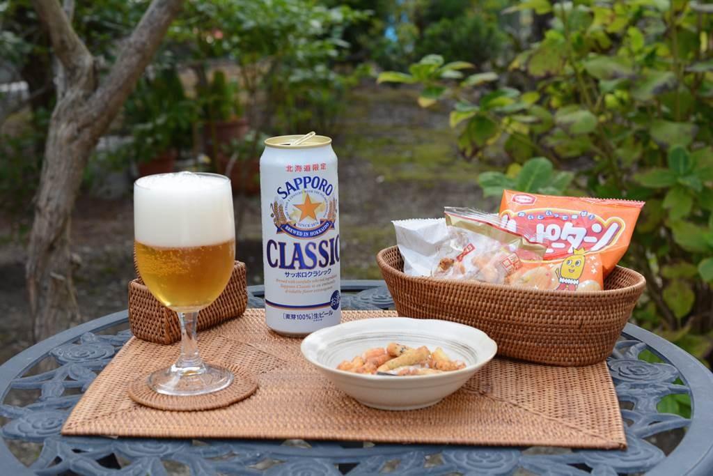 庭でお洒落にアタ製品を使って飲むビールは最高に旨い