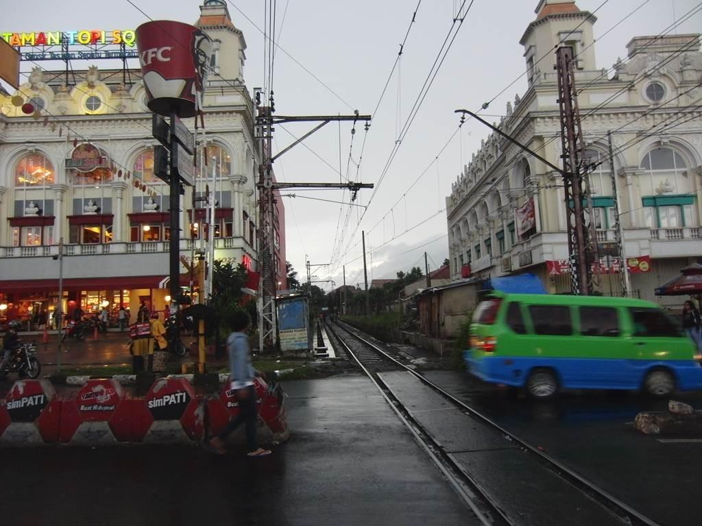 線路と建物がすごく近い