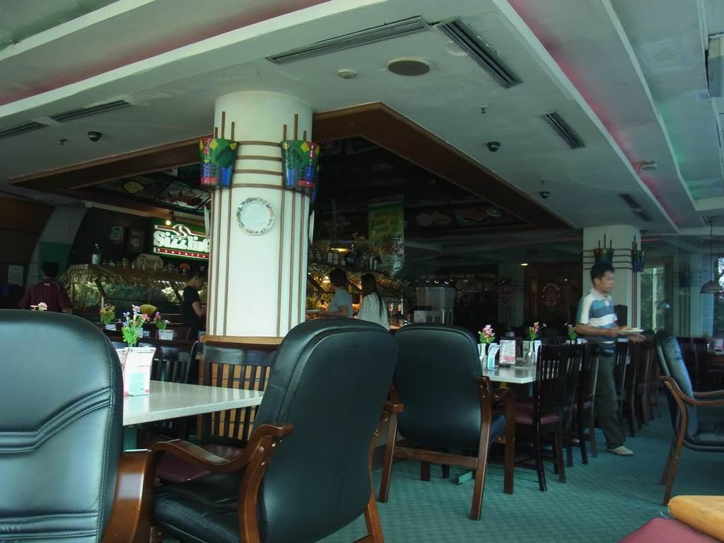 スマートホテル、朝食のビュッフェのレストラン内