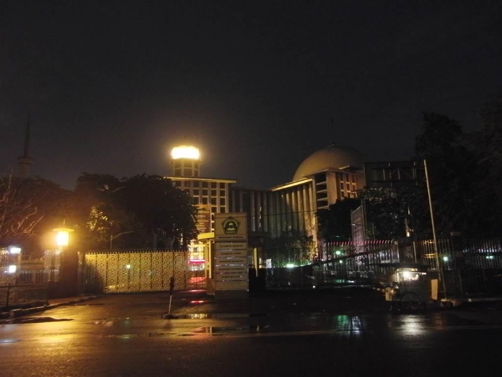 イスティクラル・モスクの夜景外観