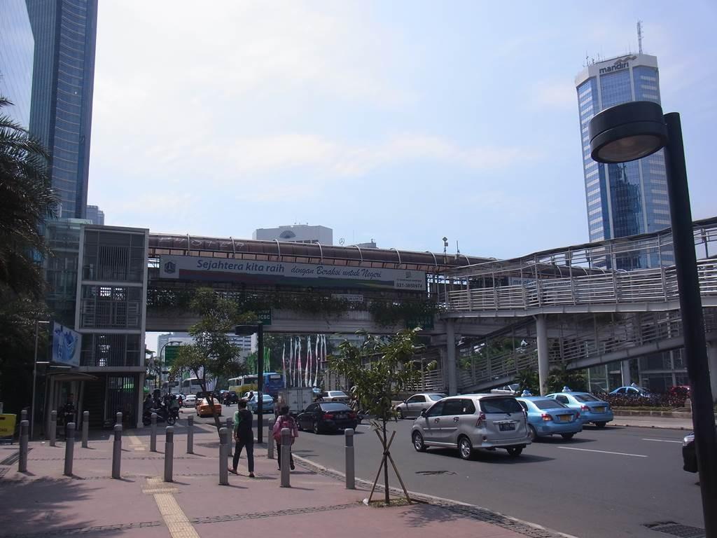 ジャカルタのバスウェイの駅