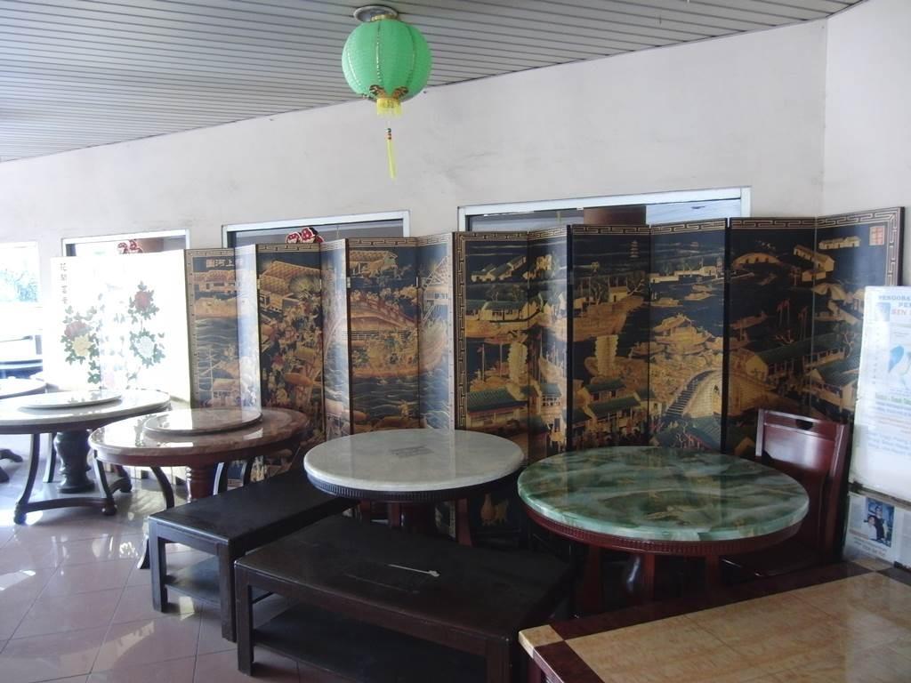ジャカルタで見た、中国風の家具