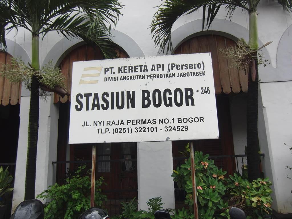 ボゴール駅の看板