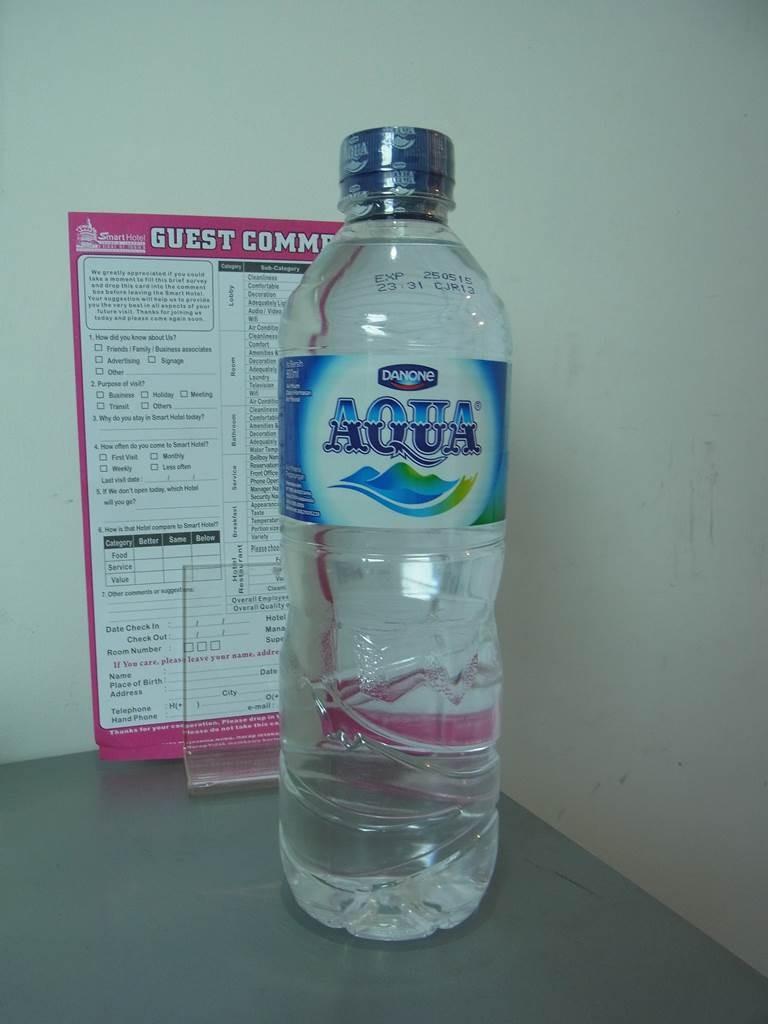 インドネシアの水はアクア(aqua)