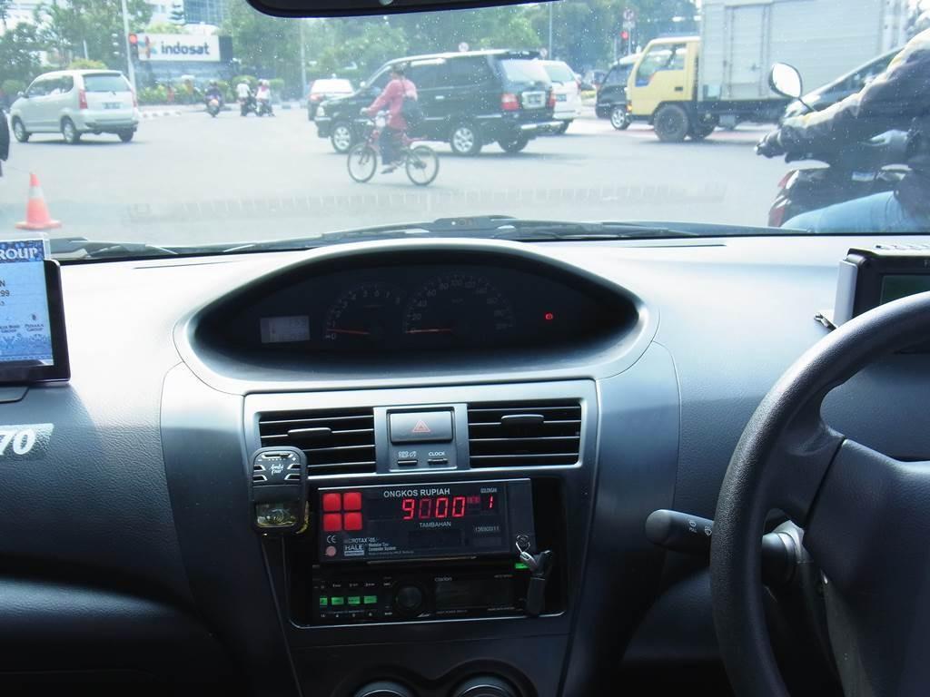 ジャカルタのタクシー車内メーター