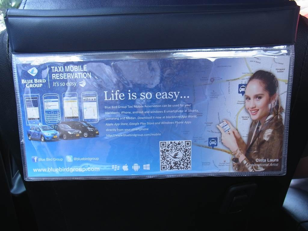 ブルーバードタクシーの車内広告