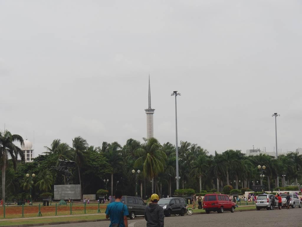 istiqlal mosqueの塔が見えます
