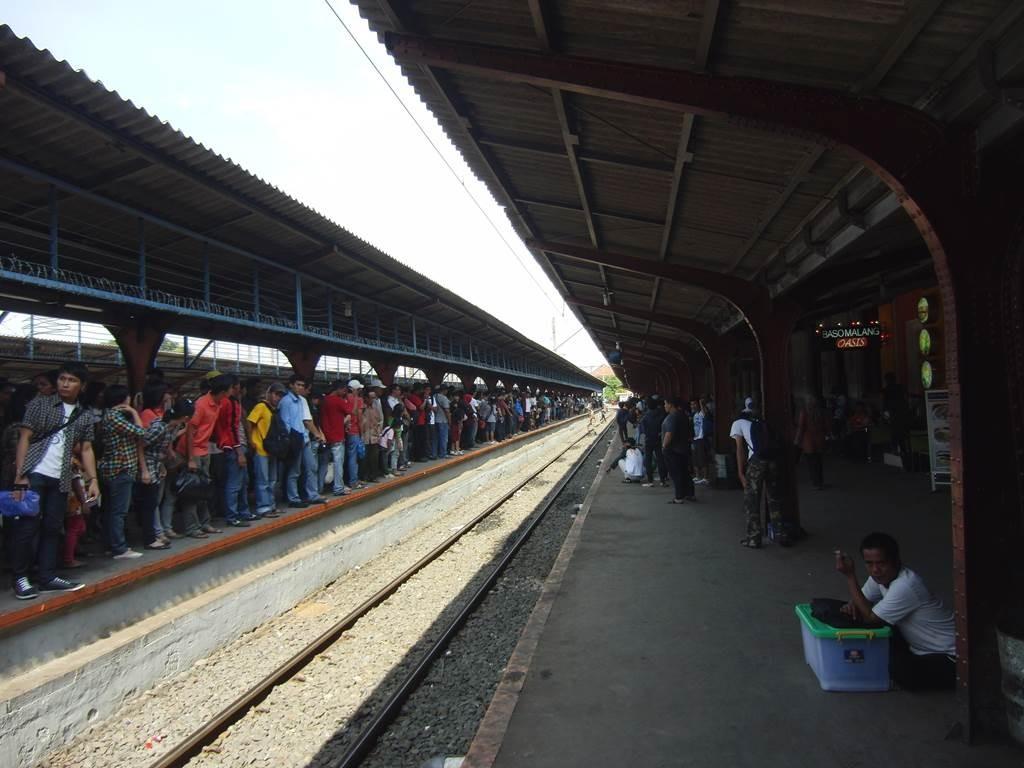 ジャカルタのコタ駅構内