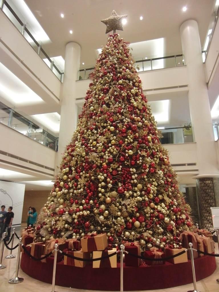 プラザインドネシアにある、巨大クリスマスツリー
