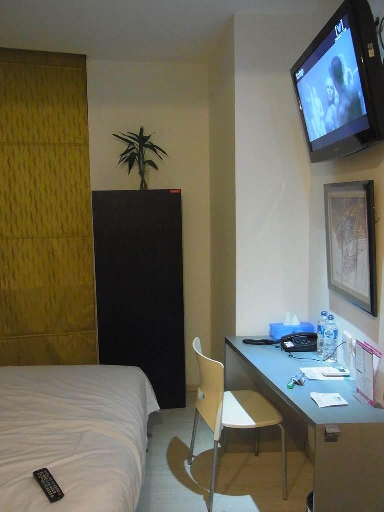 スマートホテルの室内TVは薄型