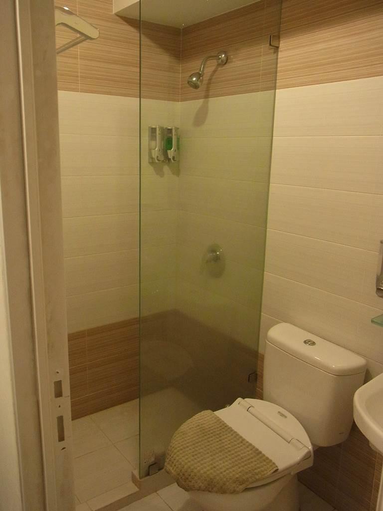 スマートホテルのトイレとシャワー