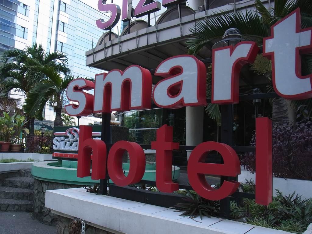 スマートホテルの大きな看板