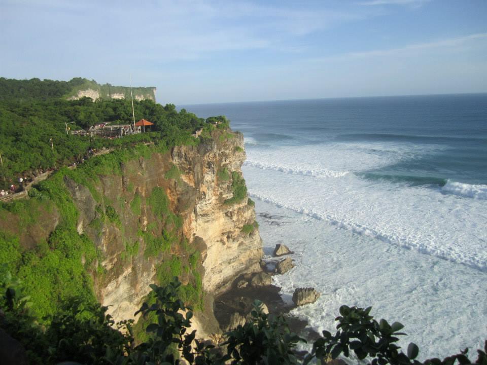 ウルワツ寺院の圧巻崖