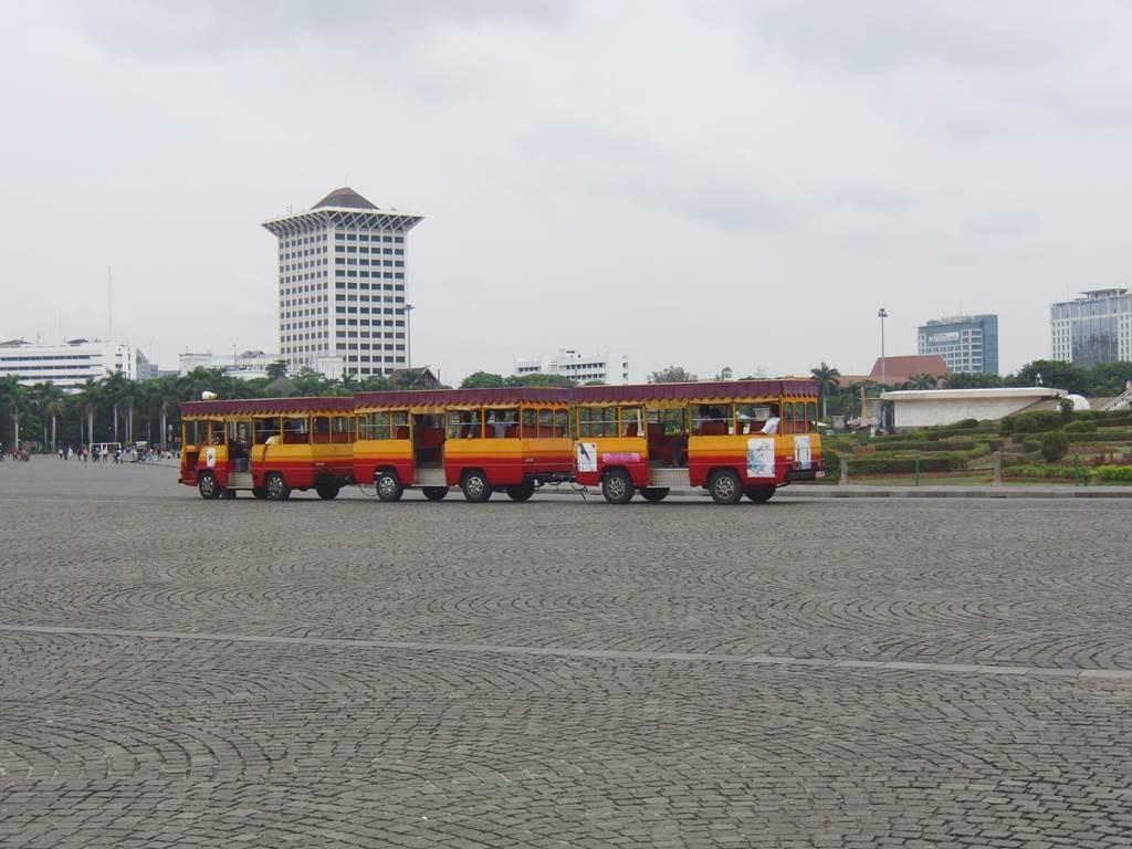 広いモナス内の移動も便利な乗り物