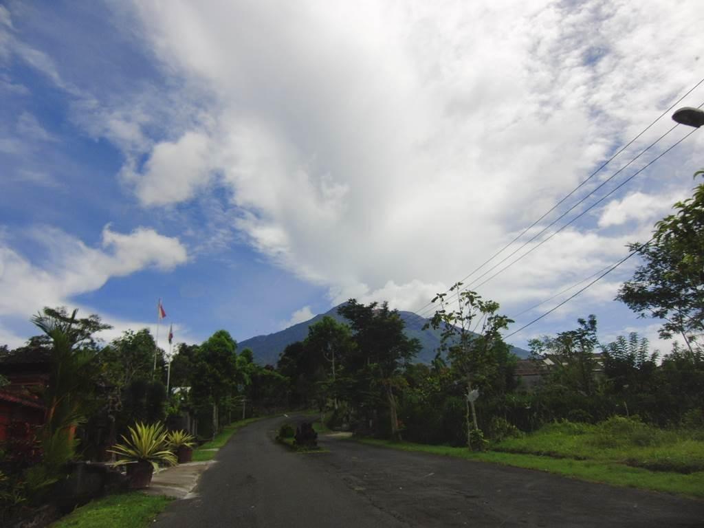 バリ島で一番高い山アグン