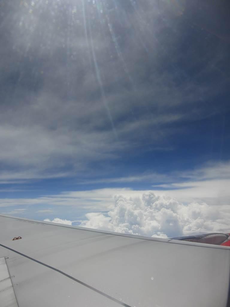 インドネシア上空飛行機からの写真