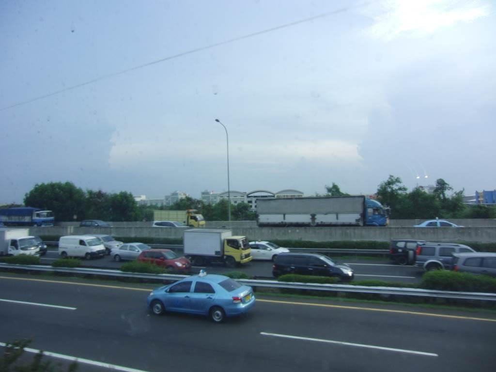 ジャカルタの空港付近の車窓