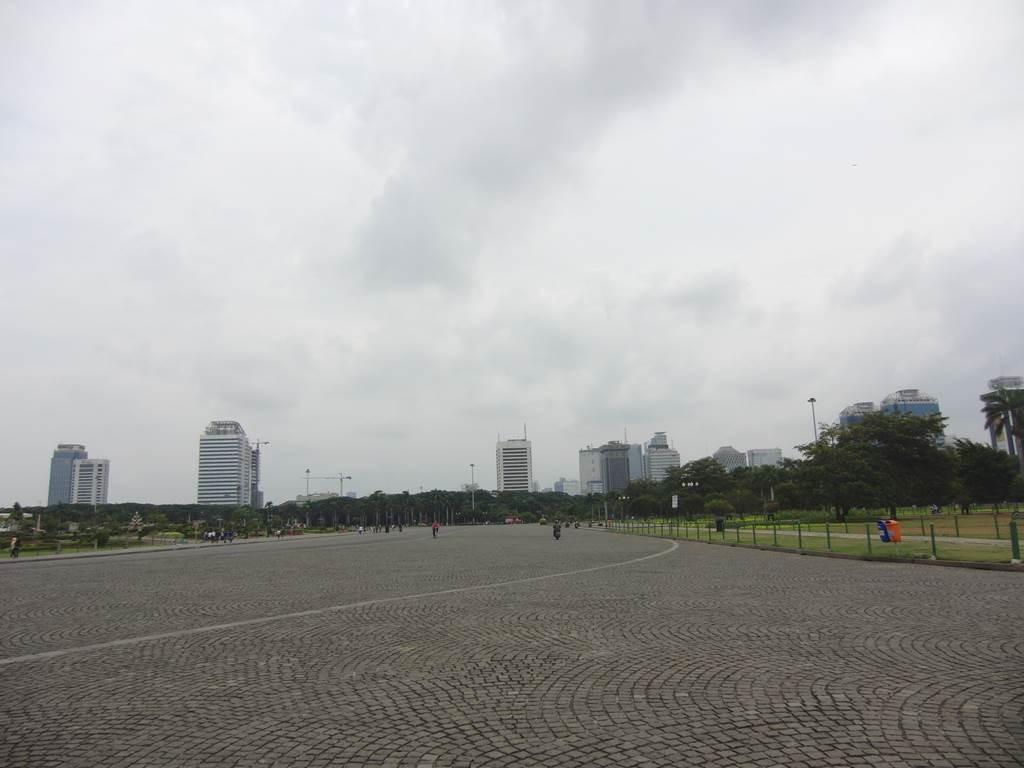 ジャカルタにあるモナスの周りの広場