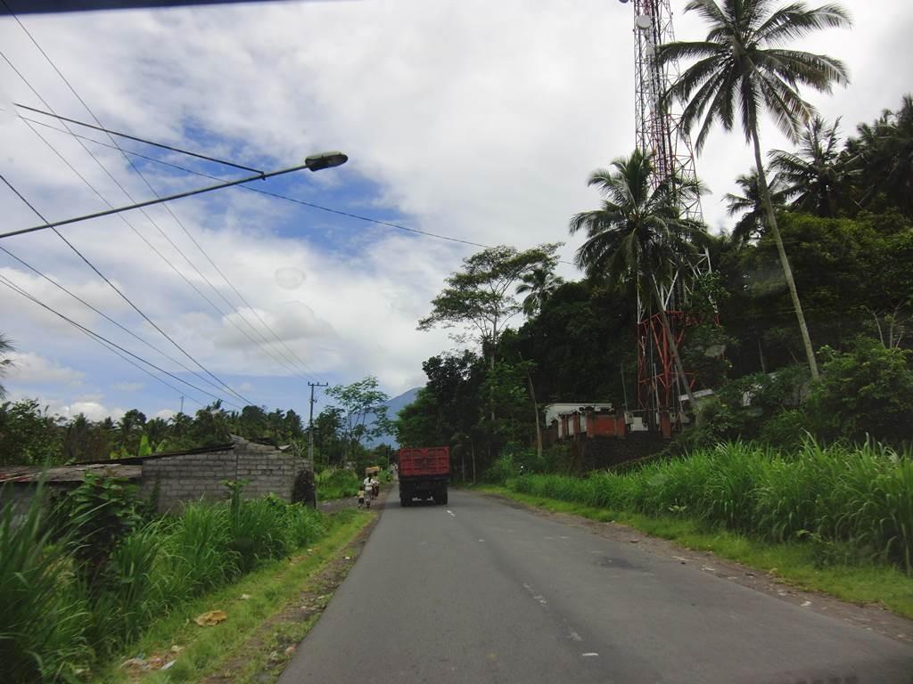 ブサキ寺院へ向かってドライブ