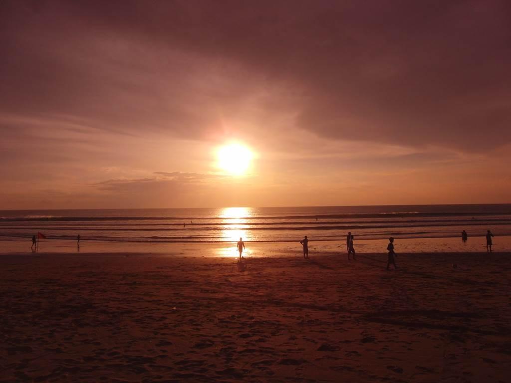 クタビーチの夕日
