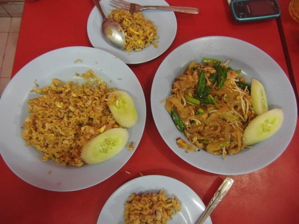 炒飯とKweitao goreng