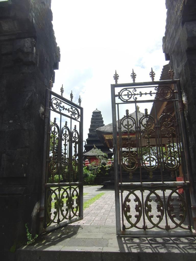ブサキ寺院の裏からの入り口
