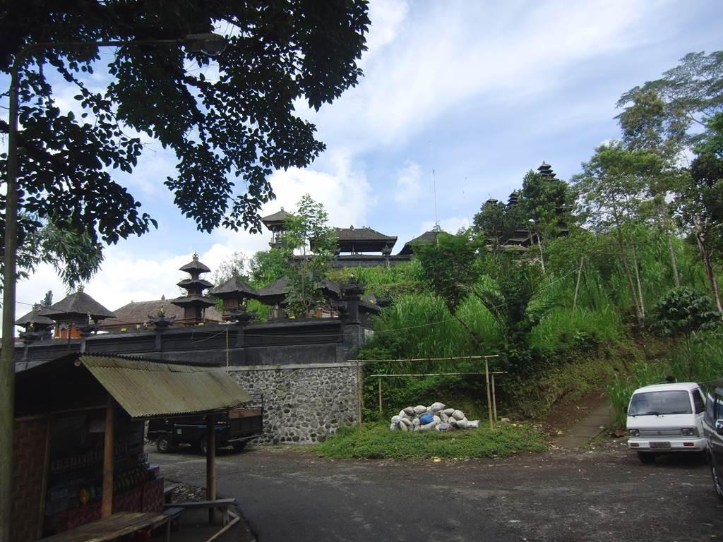 ブサキ寺院に到着2011
