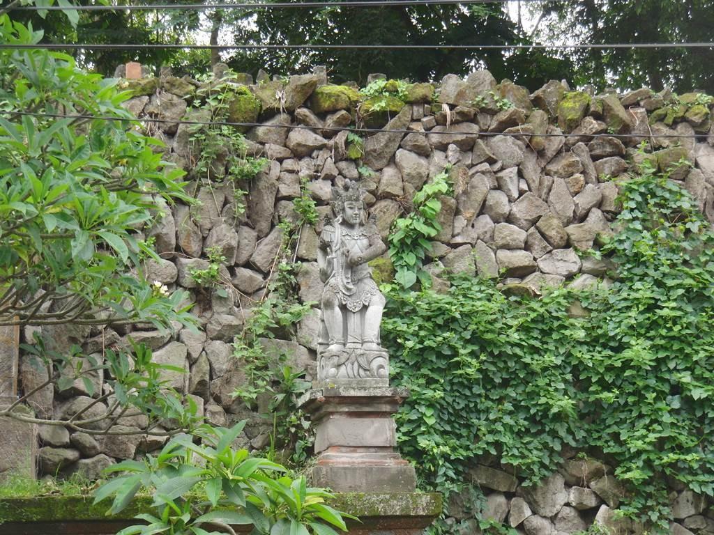 ウブドのATMの石像