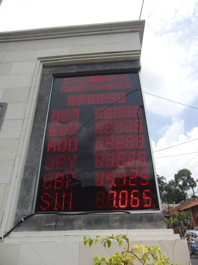 ウブドにある両替所の掲示板