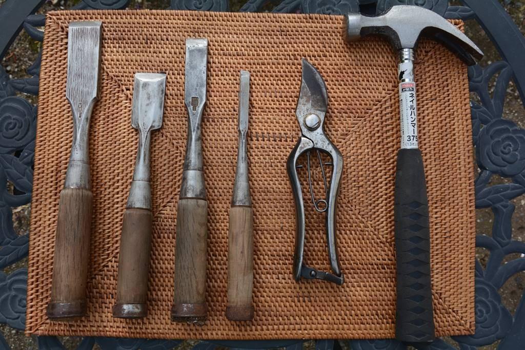 お庭で美しく工具を使う